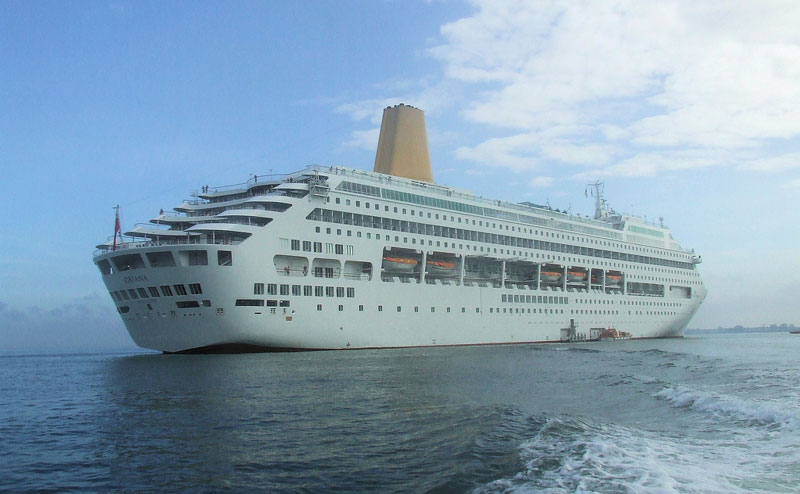 P Amp O Oriana Helped Back To Port After Onboard Fire