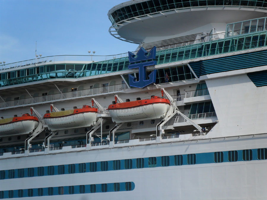 Latest Royal Caribbean Cruise Ships Affected By Hurricane Matthew - Track royal caribbean cruise ships