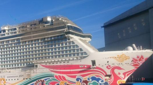 Modderbad voor immens cruiseschip
