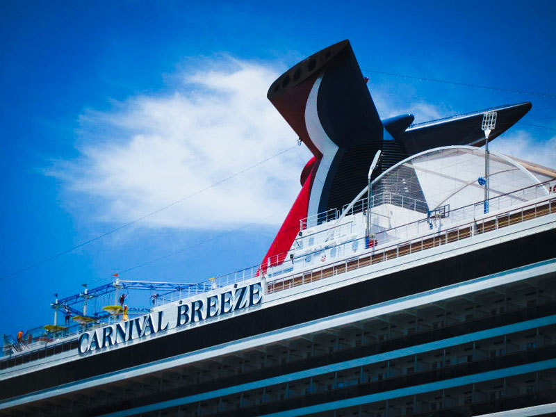 Child falls from carnival cruise ship balcony to deck below for Balcony on cruise ship