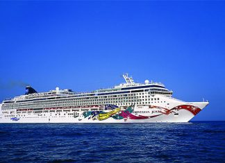 Norwegian Jewel At Sea