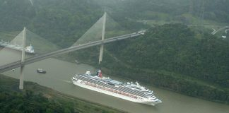 Carnival Splendor, Panama Canal