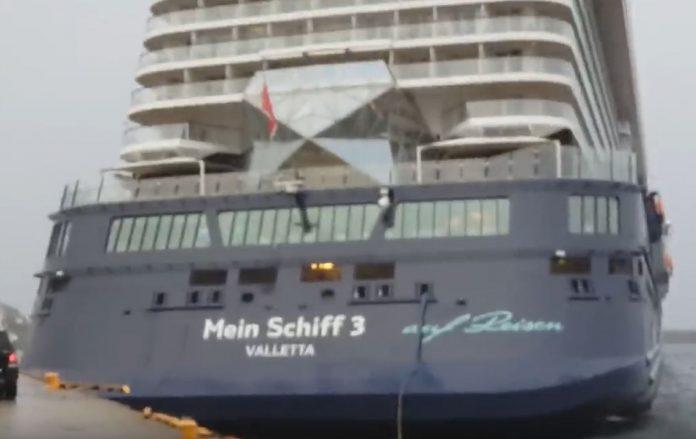 Mein Schiff 3 Collides with Pier