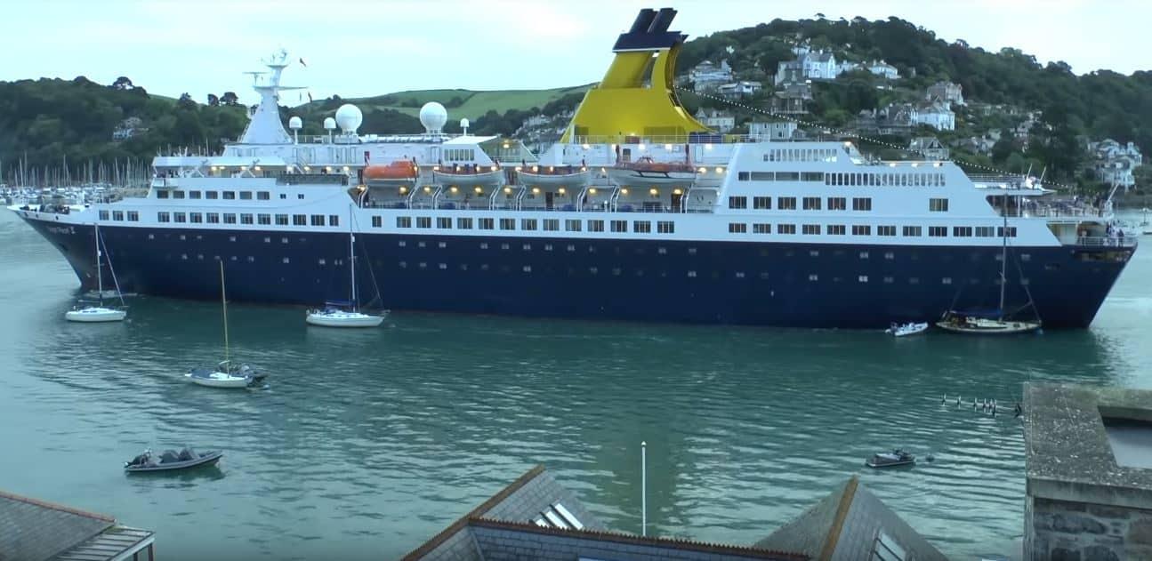 Saga Pearl Hits Yachts