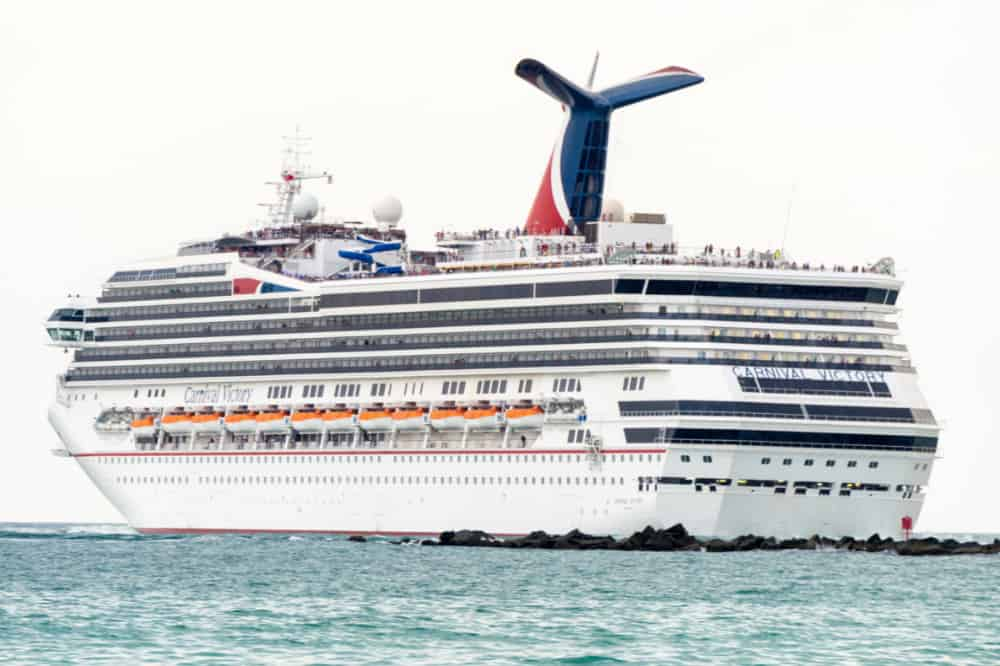 Carnival Victory Suffers Brief Power Loss