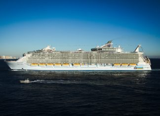 Oasis of the Seas Sailing into Port
