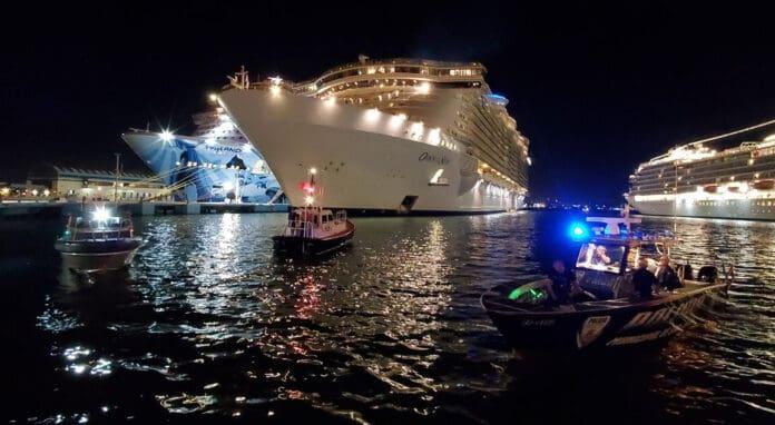 Oasis of the Seas Overboard in San Juan