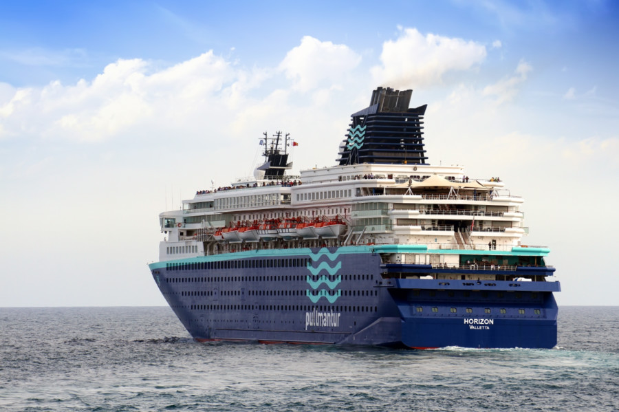 Pullmantur Horizon Cruise Ship