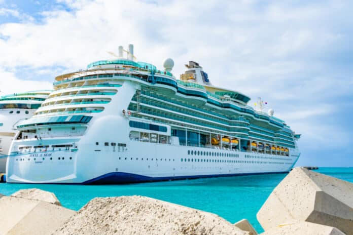 Royal Caribbean's Jewel of the Seas Cruise Ship