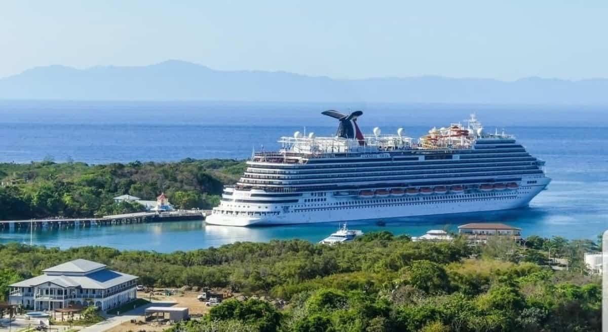 Carnival Vista in Mahogany Bay, Isla Roatan