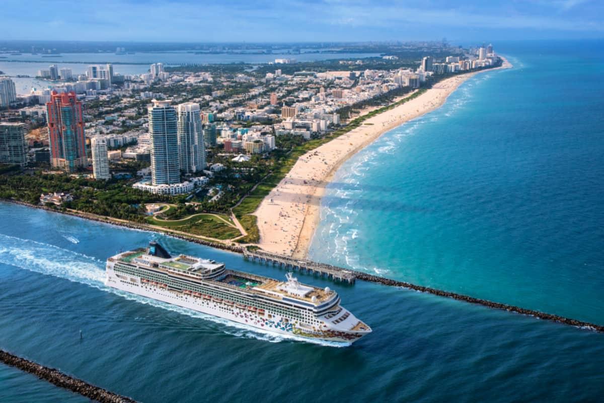 Norwegian Gem Departing Miami