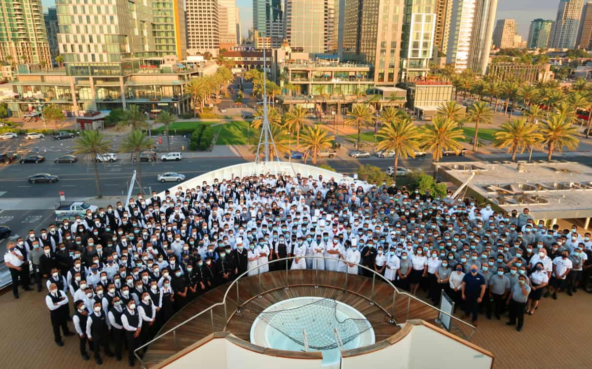 Koningsdam Crew Ready to Welcome Guest